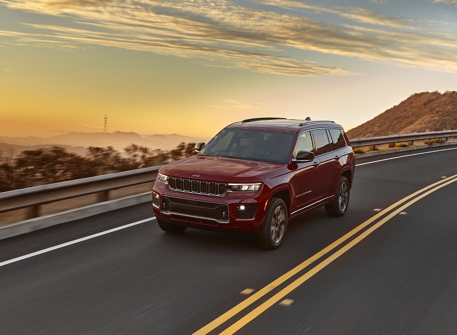 2021 Jeep Grand Cherokee L Overland Front Three-Quarter Wallpapers (4)