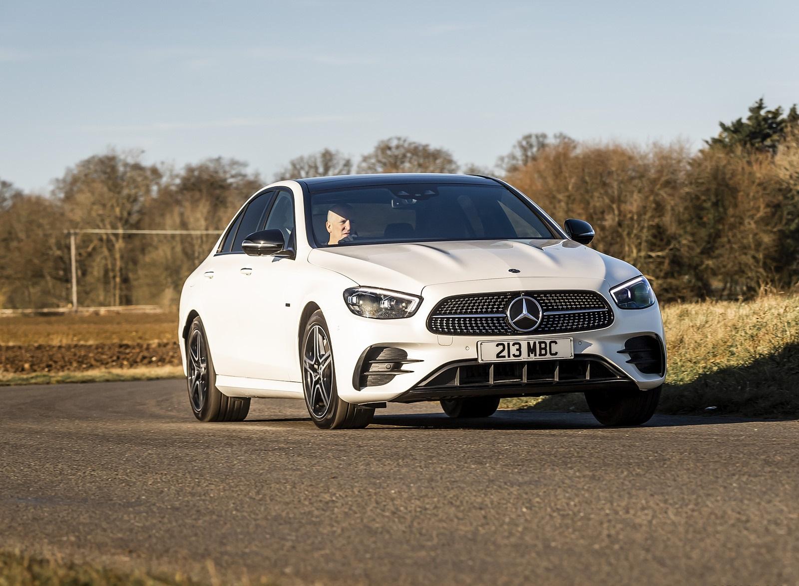 2021 Mercedes-Benz E 300 e Plug-In Hybrid (UK-Spec) Front Three-Quarter Wallpapers (2)