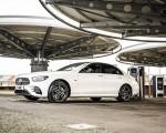 2021 Mercedes-Benz E 300 e Plug-In Hybrid (UK-Spec) Front Three-Quarter Wallpapers 150x120 (46)