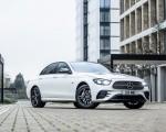 2021 Mercedes-Benz E 300 e Plug-In Hybrid (UK-Spec) Front Three-Quarter Wallpapers 150x120 (42)