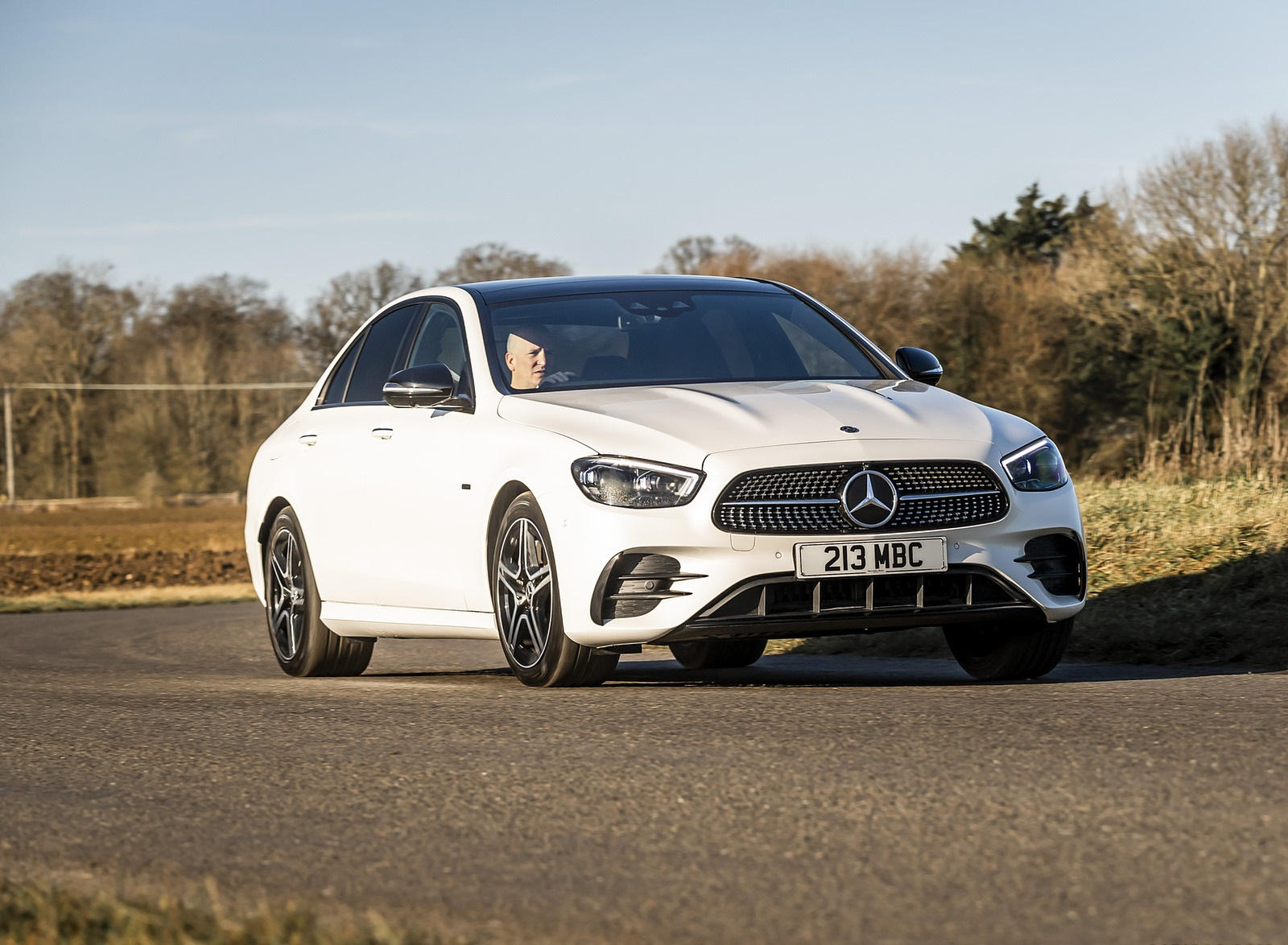 2021 Mercedes-Benz E 300 e Plug-In Hybrid (UK-Spec) Front Three-Quarter Wallpapers (3)