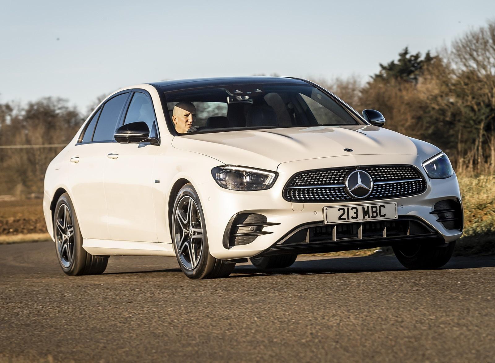 2021 Mercedes-Benz E 300 e Plug-In Hybrid (UK-Spec) Front Three-Quarter Wallpapers (4)