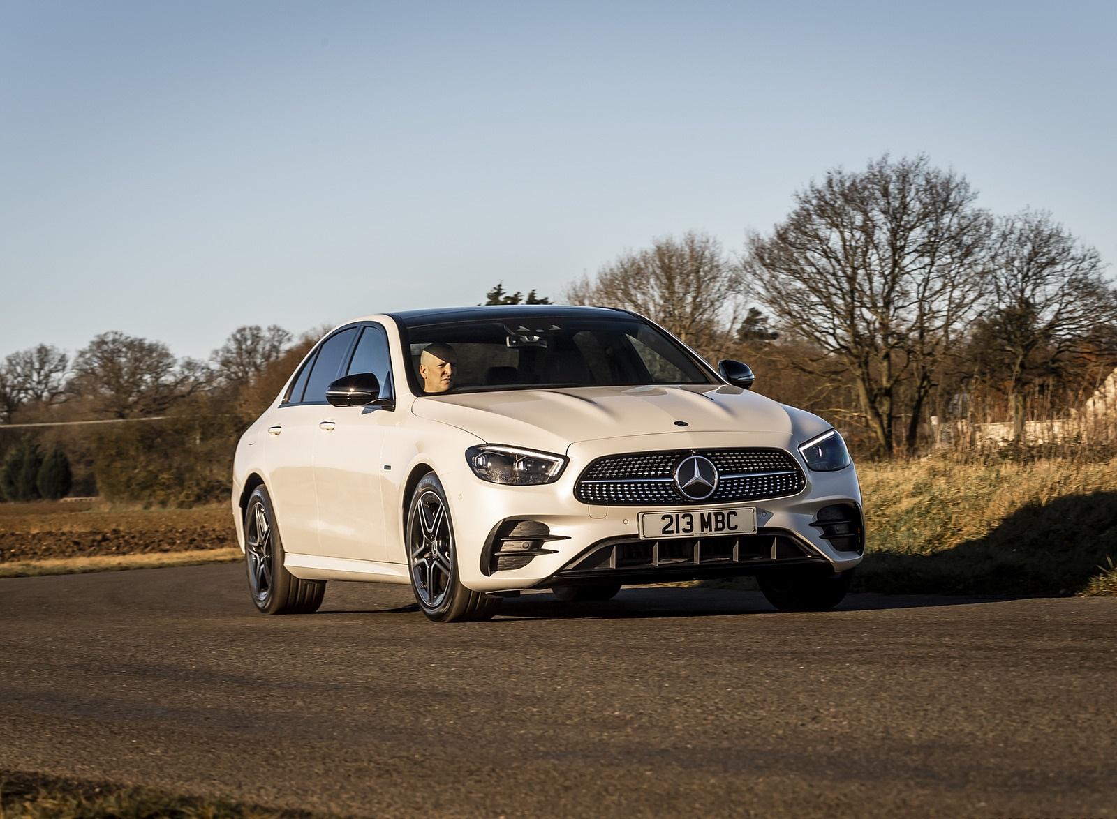 2021 Mercedes-Benz E 300 e Plug-In Hybrid (UK-Spec) Front Three-Quarter Wallpapers (5)