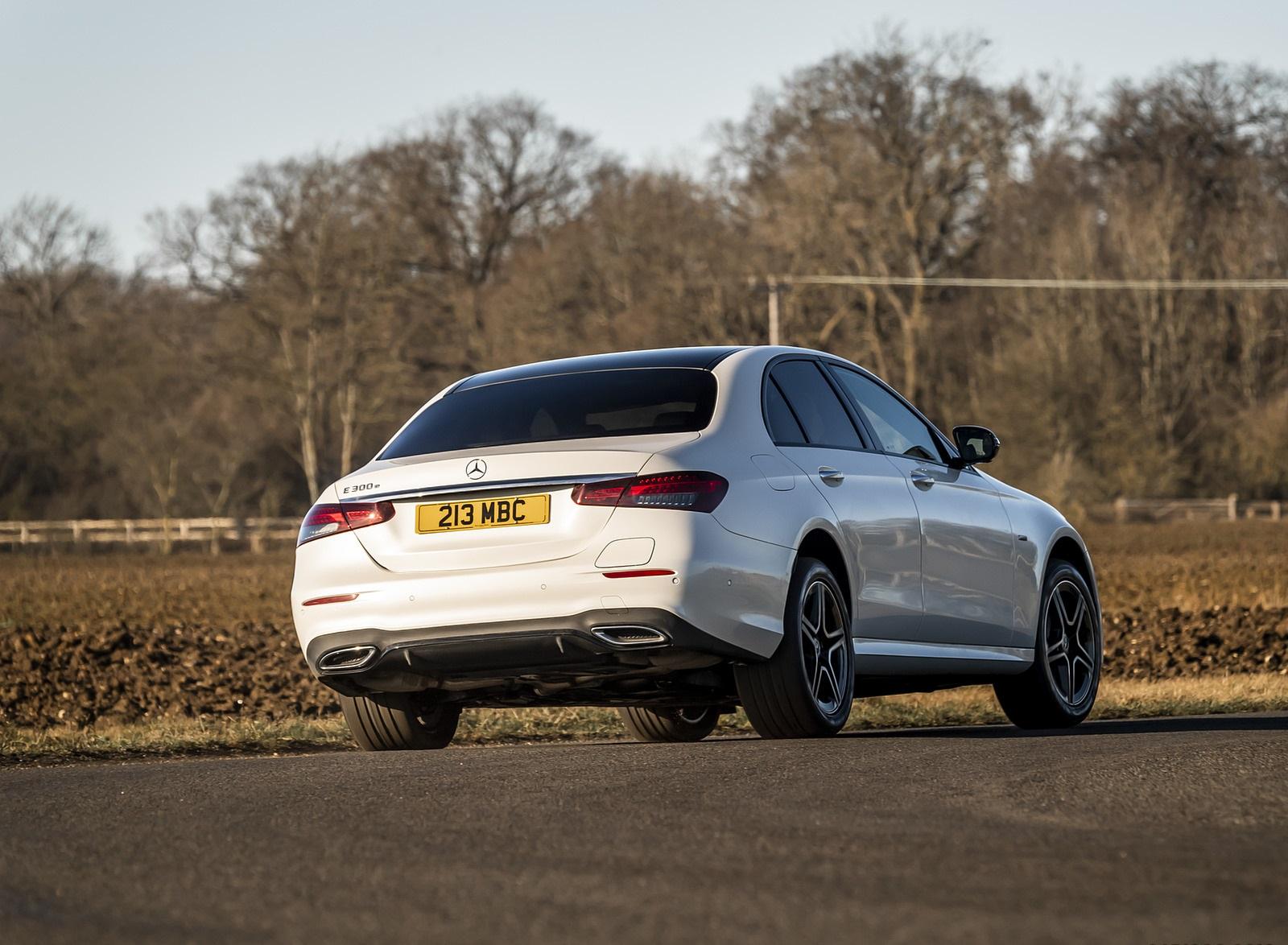2021 Mercedes-Benz E 300 e Plug-In Hybrid (UK-Spec) Rear Three-Quarter Wallpapers (10)