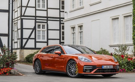 2021 Porsche Panamera Turbo S Sport Turismo (Color: Papaya Metallic) Front Three-Quarter Wallpapers 450x275 (42)