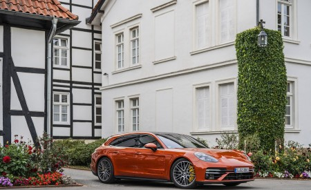 2021 Porsche Panamera Turbo S Sport Turismo (Color: Papaya Metallic) Front Three-Quarter Wallpapers  450x275 (43)