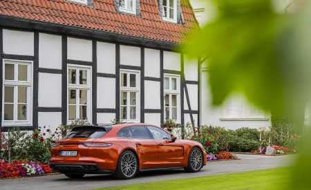 2021 Porsche Panamera Turbo S Sport Turismo (Color: Papaya Metallic) Rear Three-Quarter Wallpapers 450x275 (46)