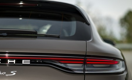 2021 Porsche Panamera Turbo S Sport Turismo (Color: Truffle Brown Metallic) Tail Light Wallpapers 450x275 (103)
