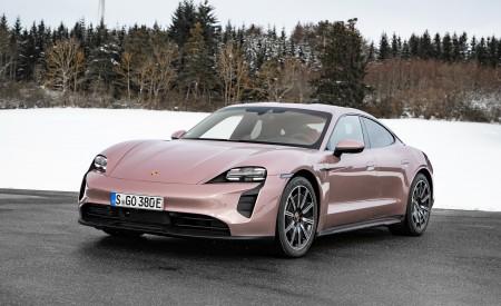 2021 Porsche Taycan (Color: Frozen Berry Metallic) Front Three-Quarter Wallpapers 450x275 (169)