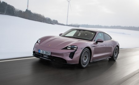 2021 Porsche Taycan (Color: Frozen Berry Metallic) Front Three-Quarter Wallpapers 450x275 (166)