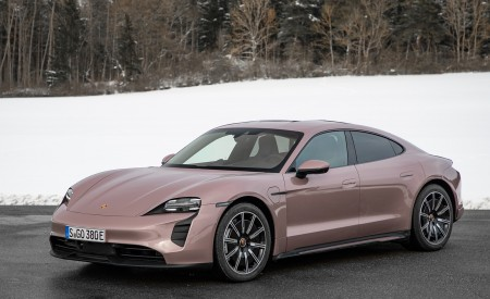 2021 Porsche Taycan (Color: Frozen Berry Metallic) Front Three-Quarter Wallpapers 450x275 (170)