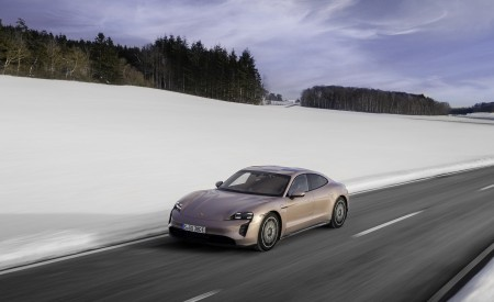 2021 Porsche Taycan (Color: Frozen Berry Metallic) Front Three-Quarter Wallpapers 450x275 (149)