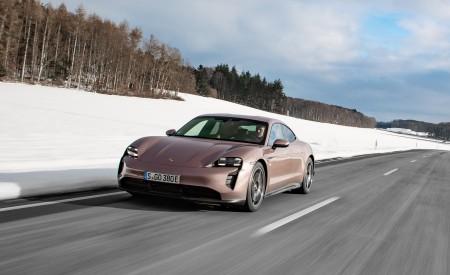 2021 Porsche Taycan (Color: Frozen Berry Metallic) Front Three-Quarter Wallpapers 450x275 (140)