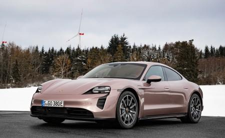 2021 Porsche Taycan (Color: Frozen Berry Metallic) Front Three-Quarter Wallpapers 450x275 (172)