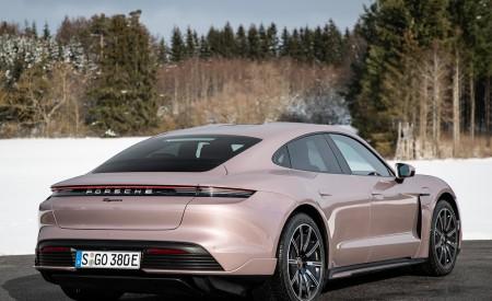 2021 Porsche Taycan (Color: Frozen Berry Metallic) Rear Three-Quarter Wallpapers 450x275 (174)