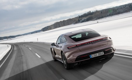 2021 Porsche Taycan (Color: Frozen Berry Metallic) Rear Three-Quarter Wallpapers 450x275 (143)