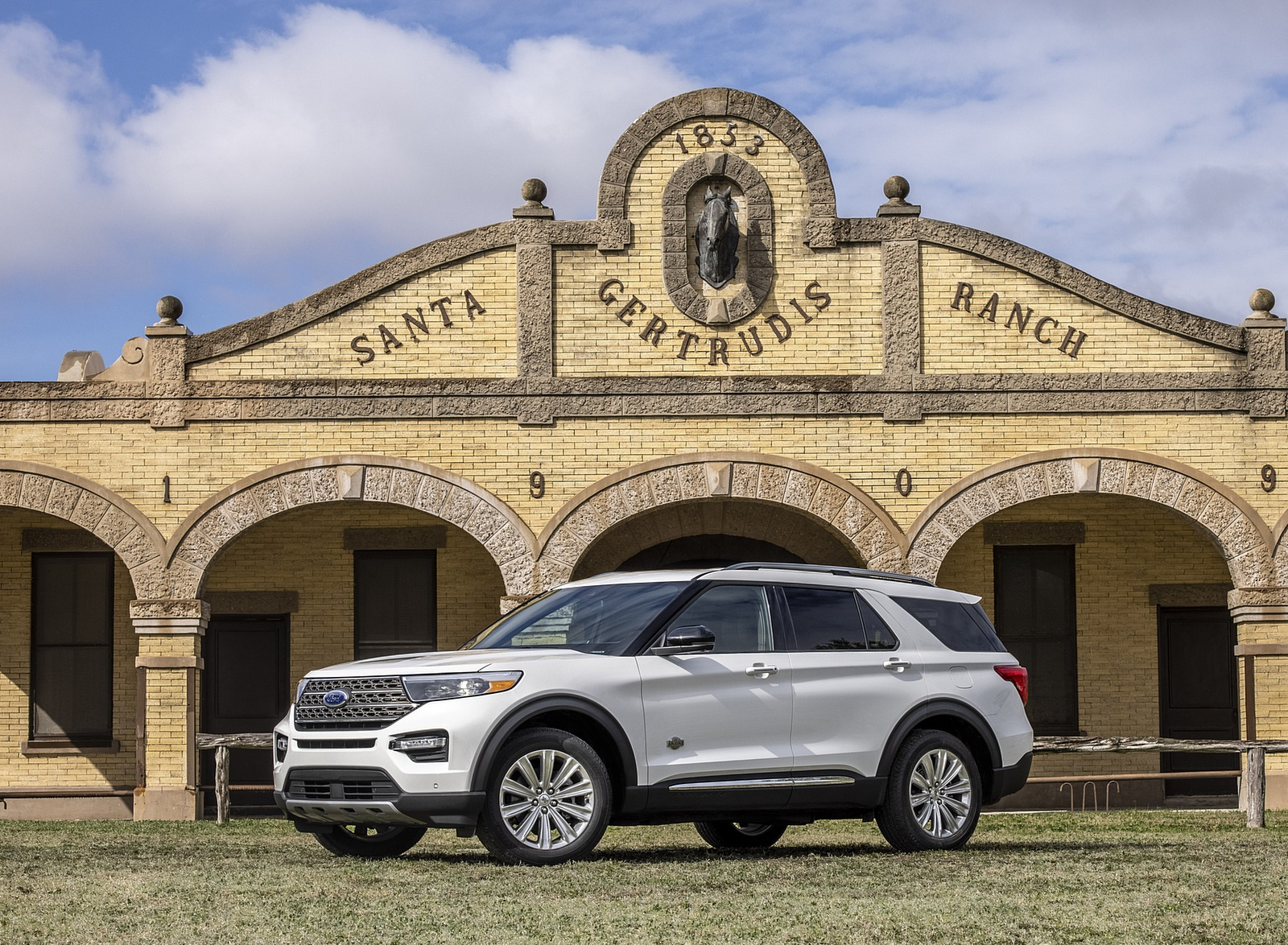 2021 Ford Explorer King Ranch Front Three-Quarter Wallpapers  (7)