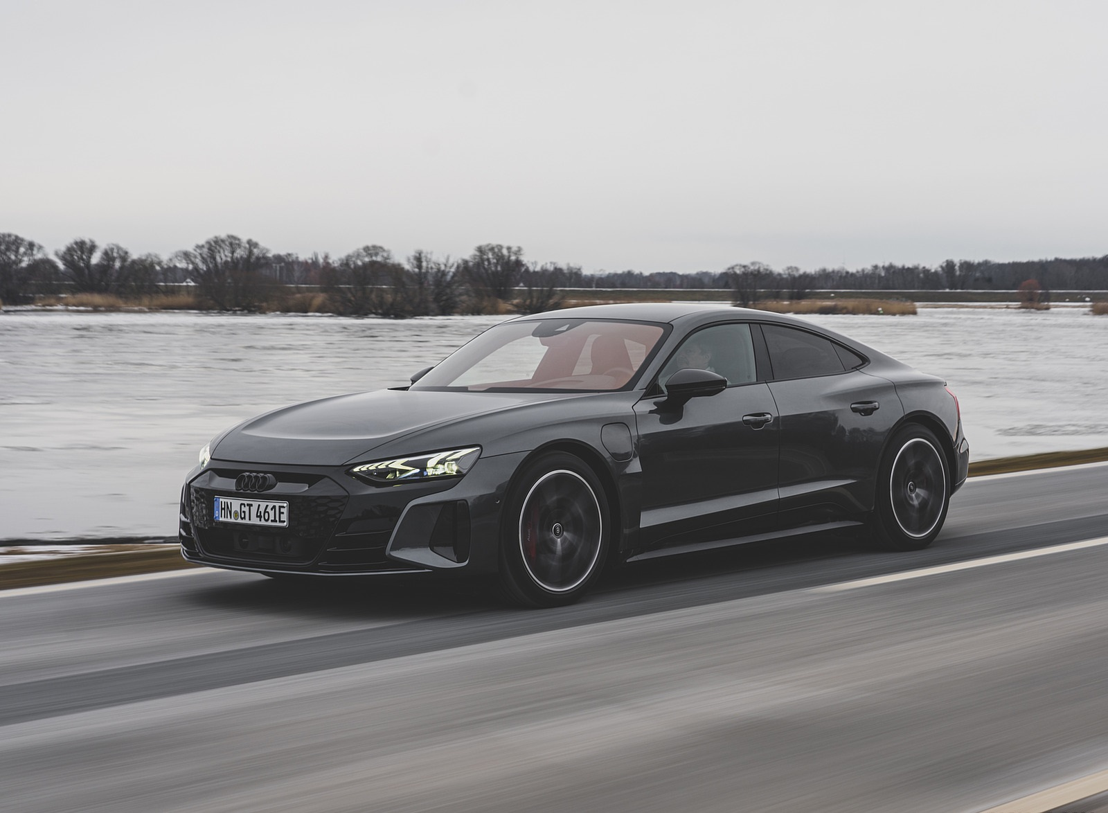 2022 Audi RS e-tron GT (Color: Daytona Grey) Front Three-Quarter Wallpapers (5)
