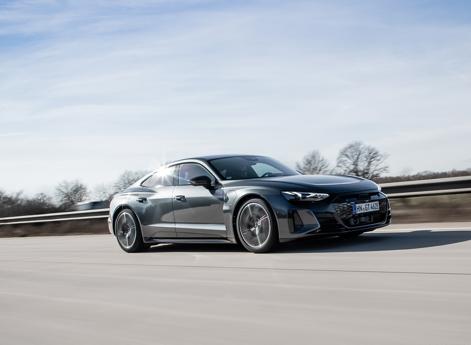 2022 Audi RS e-tron GT (Color: Daytona Grey) Front Three-Quarter Wallpapers (6)