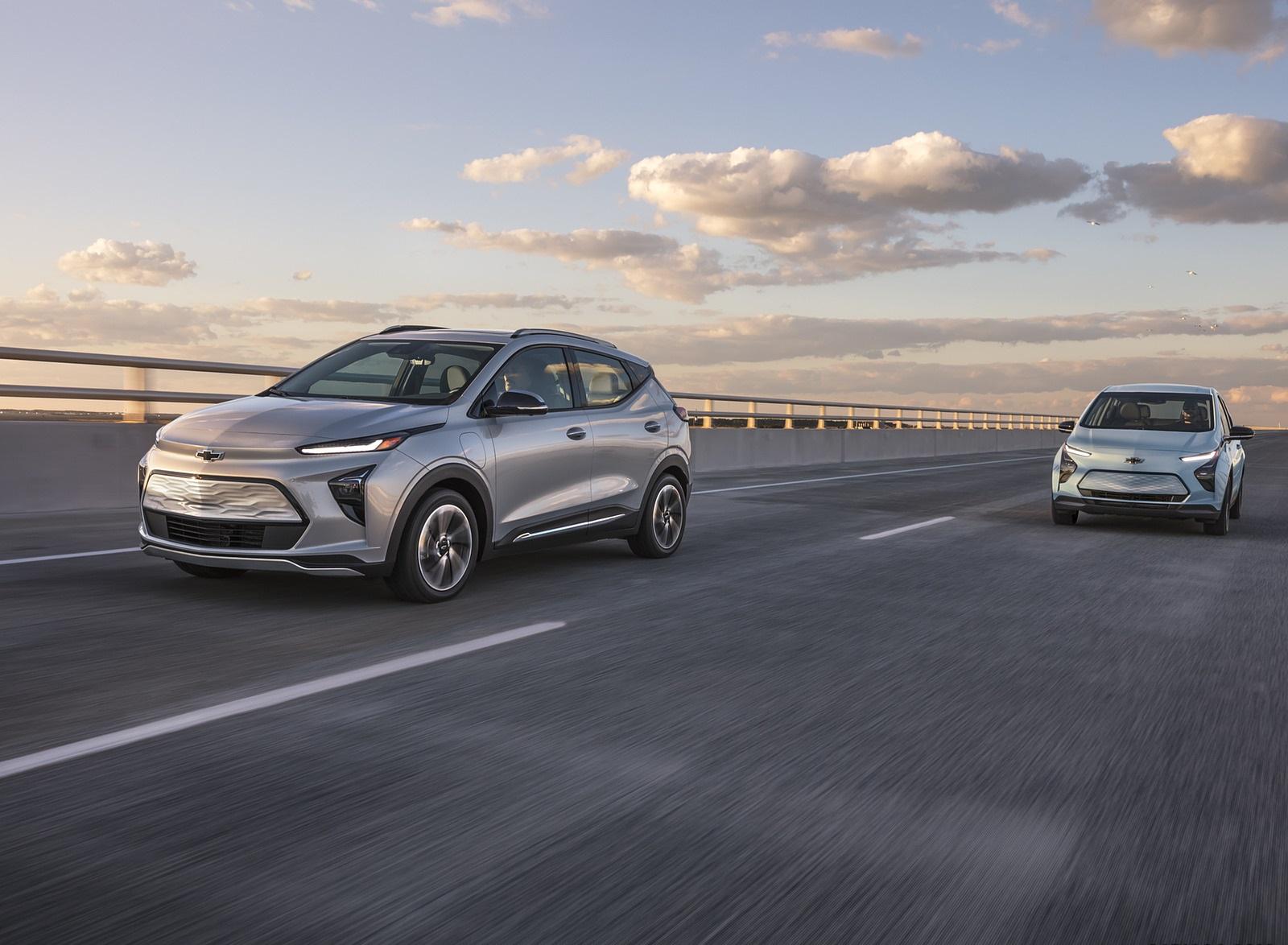 2022 Chevrolet Bolt EUV Front Three-Quarter Wallpapers  (4)