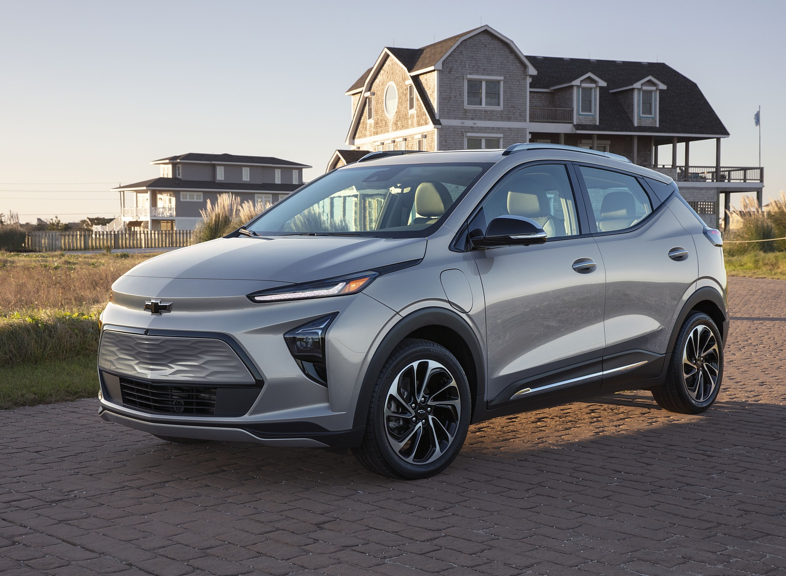 2022 Chevrolet Bolt EUV Front Three-Quarter Wallpapers (9)