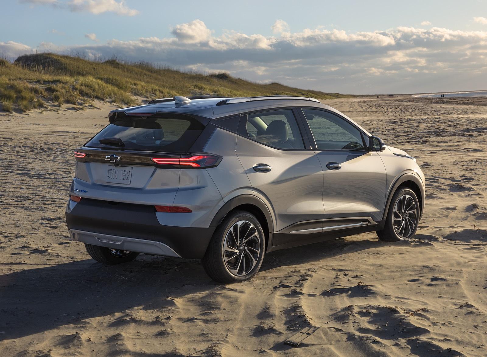 2022 Chevrolet Bolt EUV Rear Three-Quarter Wallpapers  (6)