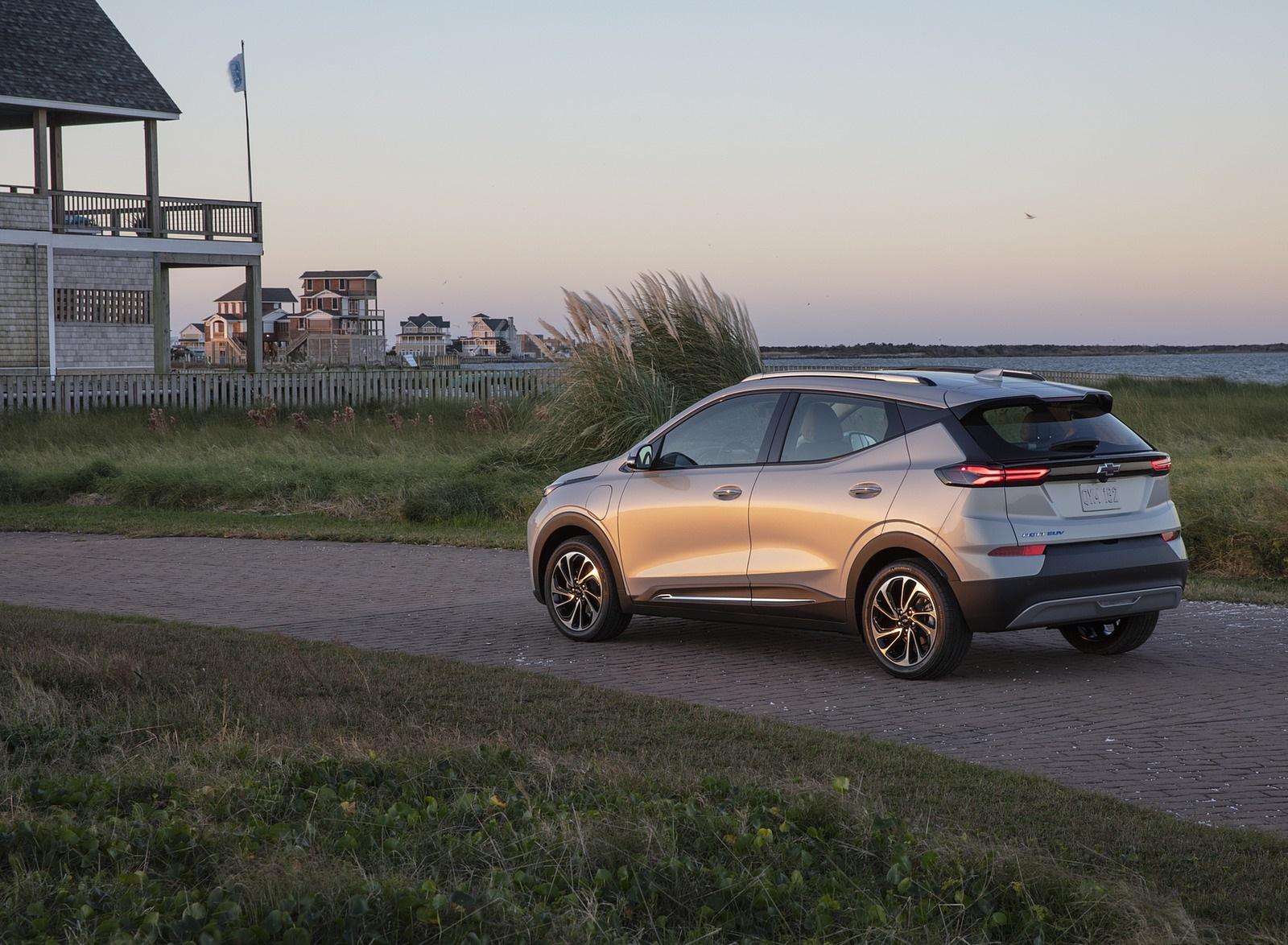 2022 Chevrolet Bolt EUV Rear Three-Quarter Wallpapers (10)