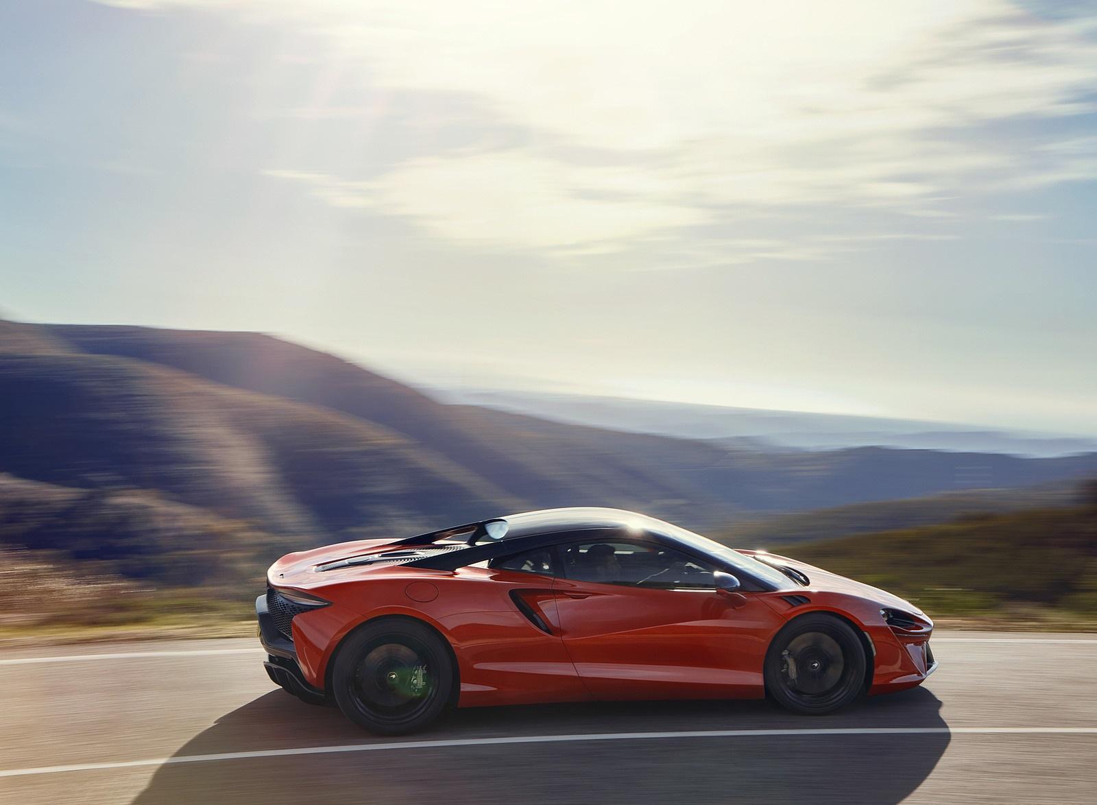 2022 McLaren Artura Side Wallpapers (6)