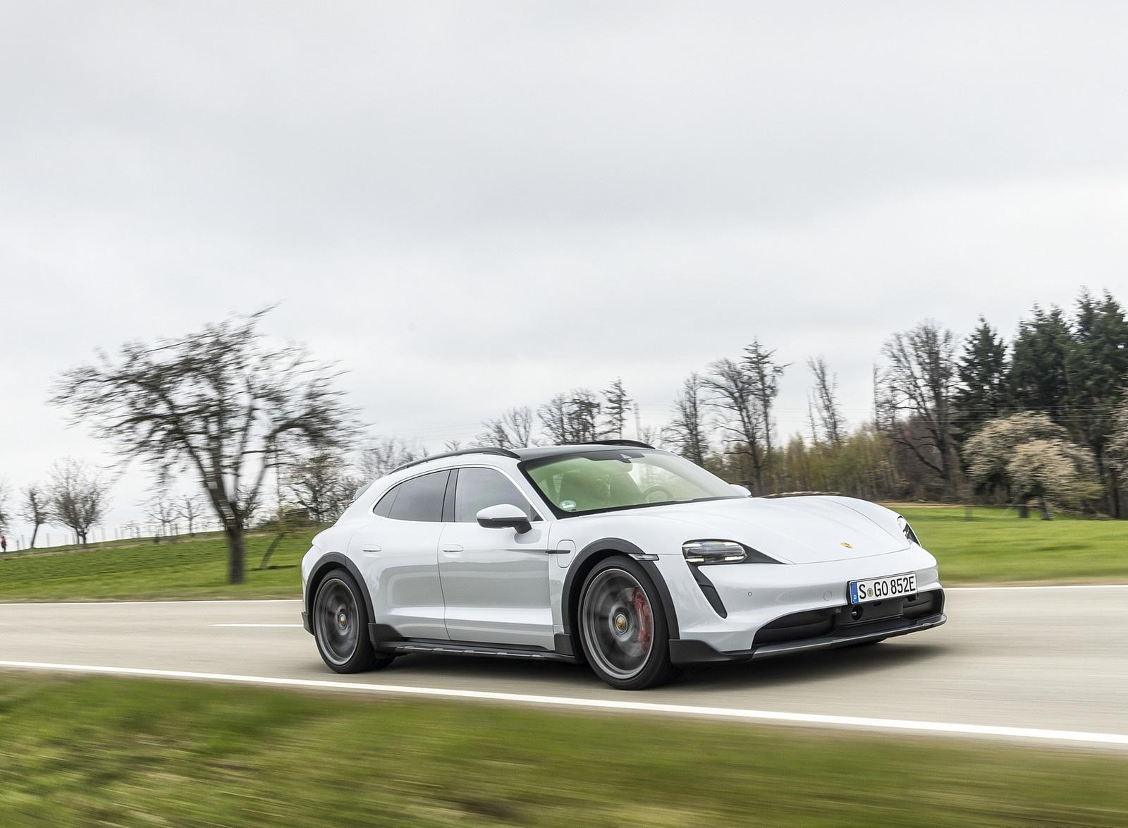 2022 Porsche Taycan 4S Cross Turismo (Color: Ice Grey Metallic) Front Three-Quarter Wallpapers (8)