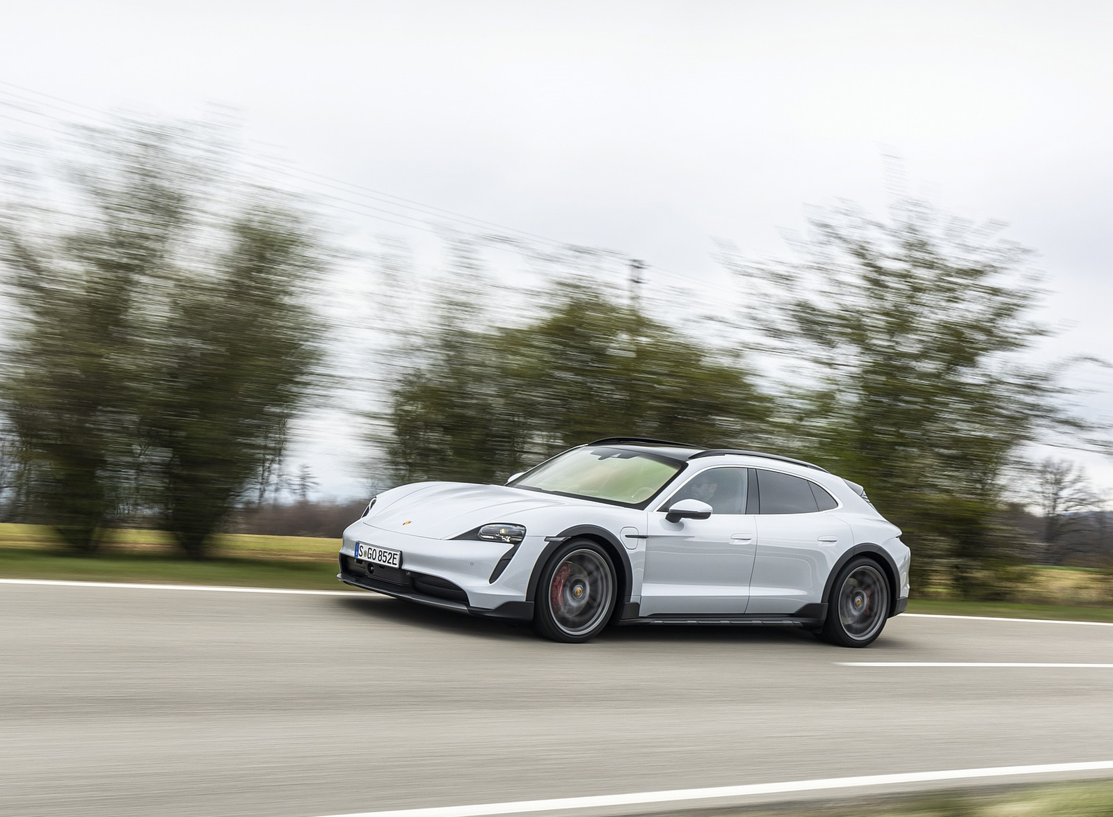 2022 Porsche Taycan 4S Cross Turismo (Color: Ice Grey Metallic) Front Three-Quarter Wallpapers (9)