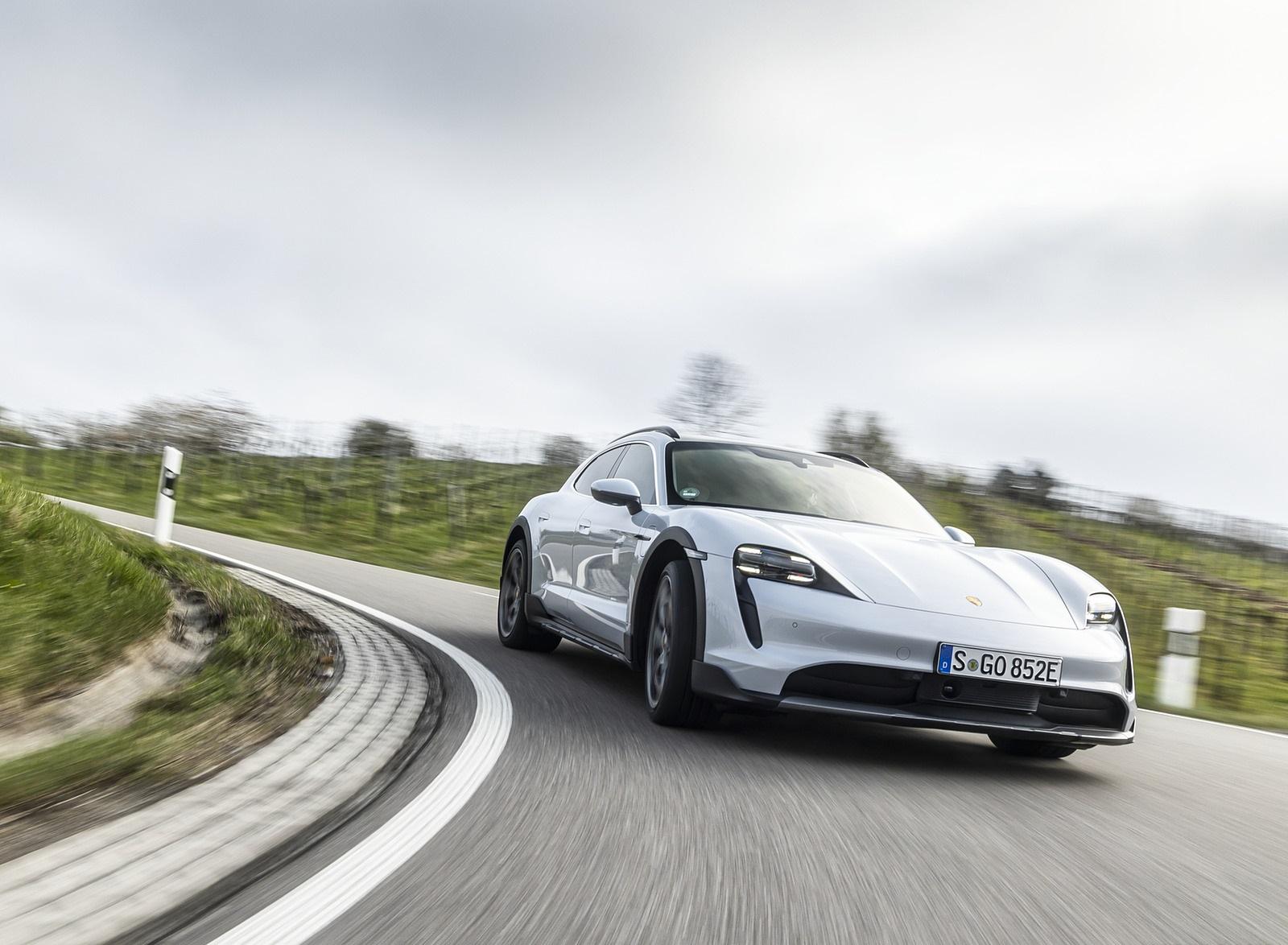 2022 Porsche Taycan 4S Cross Turismo (Color: Ice Grey Metallic) Front Wallpapers (1)