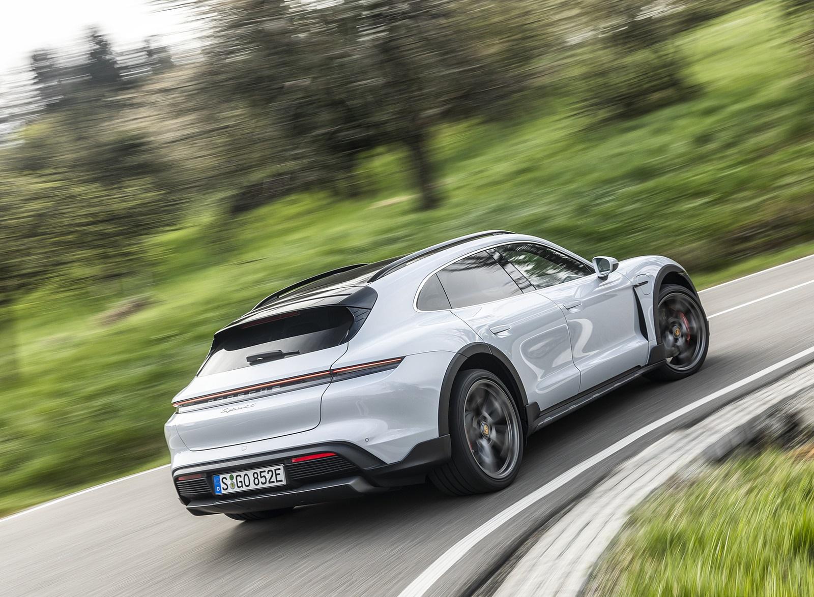 2022 Porsche Taycan 4S Cross Turismo (Color: Ice Grey Metallic) Rear Three-Quarter Wallpapers (5)