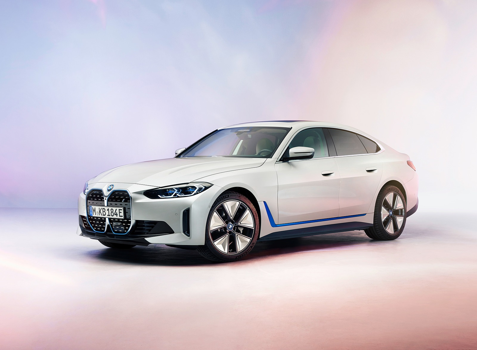 2022 BMW i4 Front Three-Quarter Wallpapers  (1)