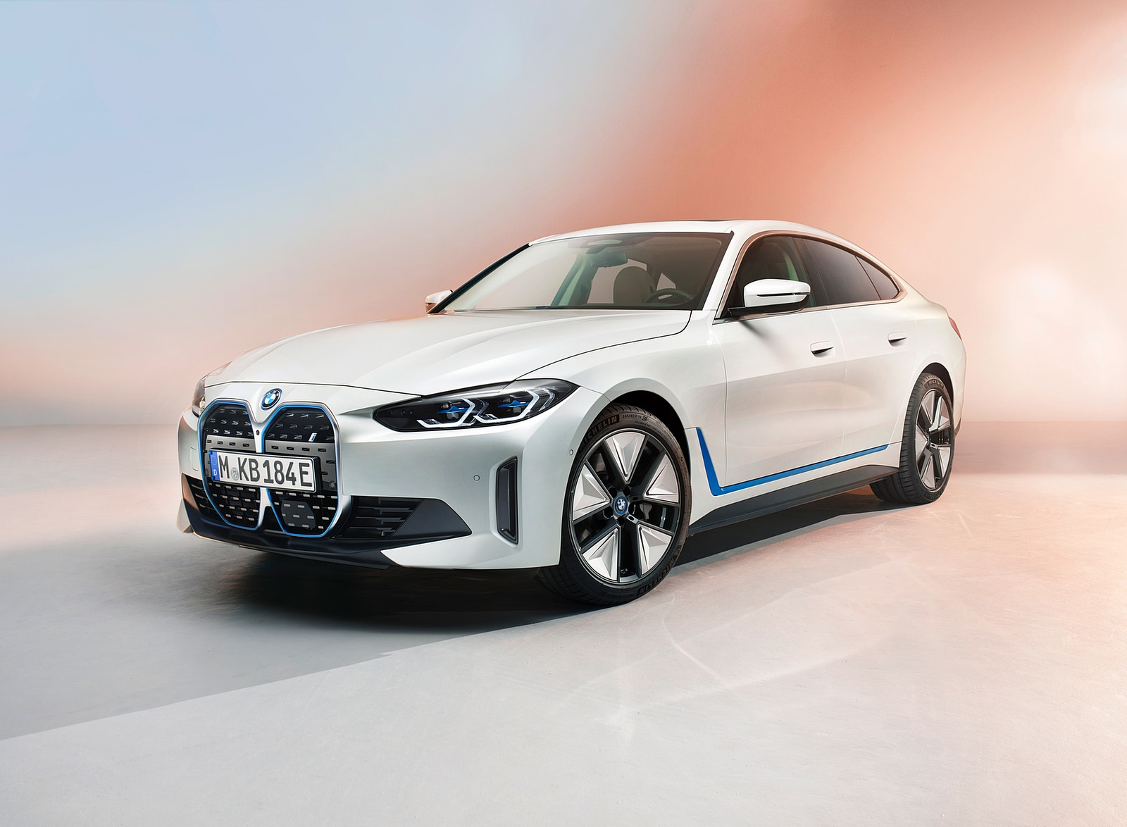 2022 BMW i4 Front Three-Quarter Wallpapers (2)