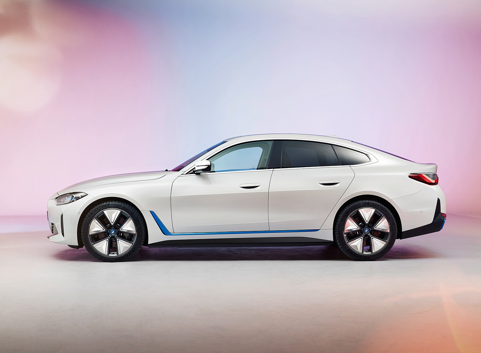 2022 BMW i4 Side Wallpapers (3)