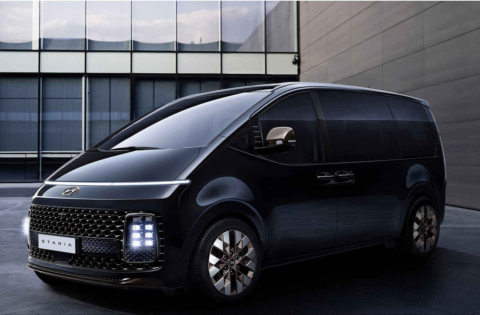 2022 Hyundai Staria Front Three-Quarter Wallpapers  (3)