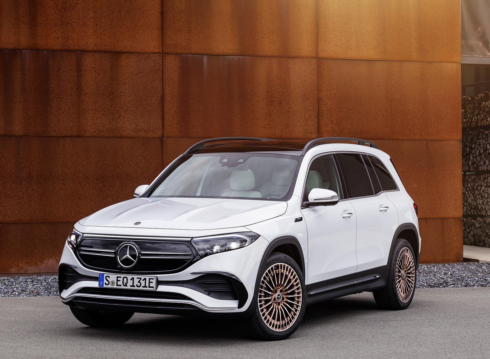 2022 Mercedes-Benz EQB Edition 1 (Color: Digital White) Front Three-Quarter Wallpapers (9)