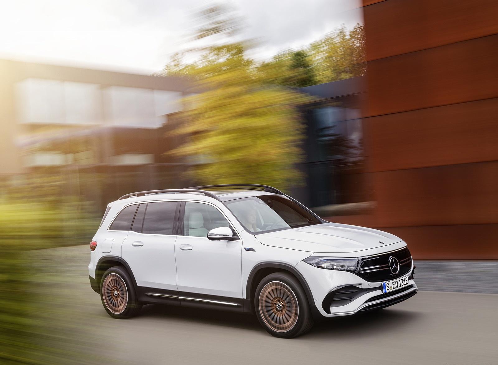 2022 Mercedes-Benz EQB Edition 1 (Color: Digital White) Front Three-Quarter Wallpapers (6)