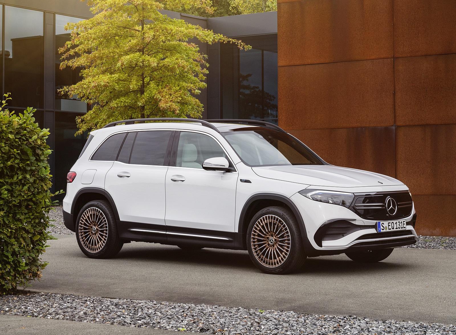 2022 Mercedes-Benz EQB Edition 1 (Color: Digital White) Front Three-Quarter Wallpapers (10)
