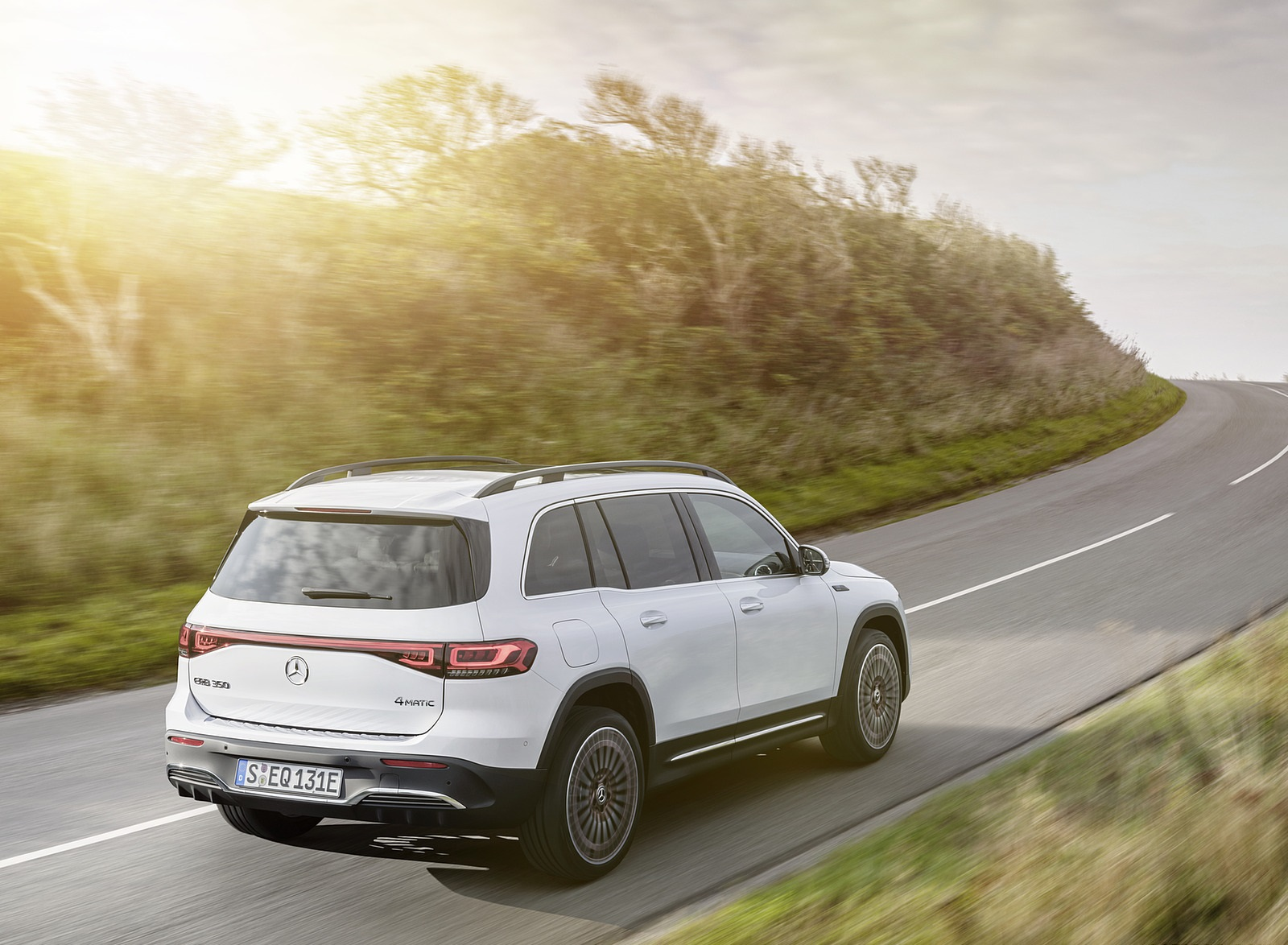 2022 Mercedes-Benz EQB Edition 1 (Color: Digital White) Rear Three-Quarter Wallpapers (4)