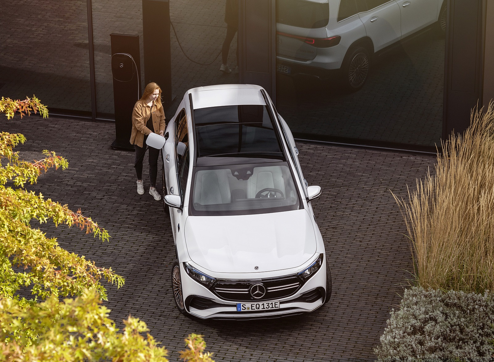 2022 Mercedes-Benz EQB Edition 1 (Color: Digital White) Top Wallpapers (8)