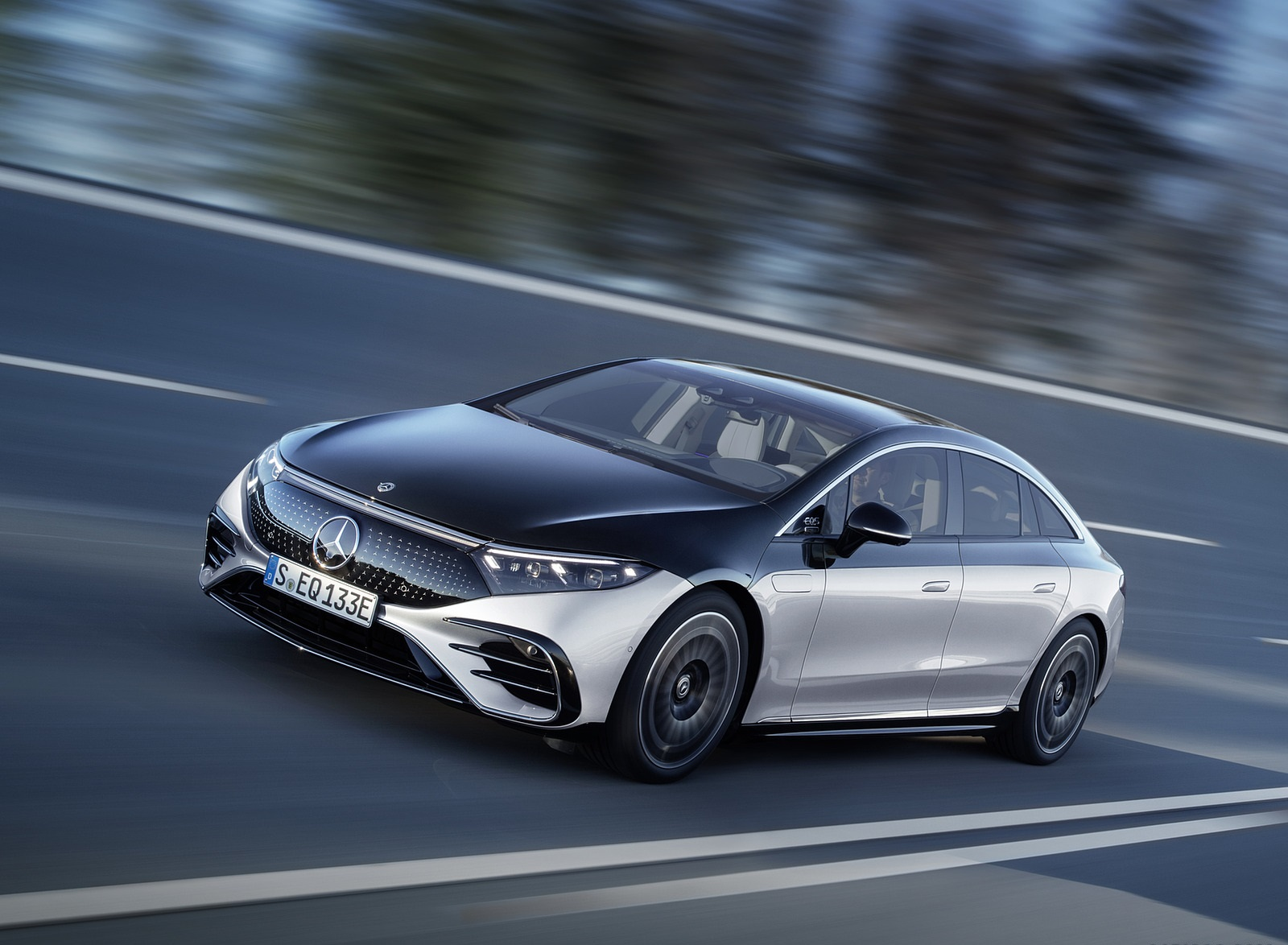 2022 Mercedes-Benz EQS 580 4MATIC AMG-Line Edition 1 (Color: High-Tech Silver Obsidian Black) Front Three-Quarter Wallpapers (1)