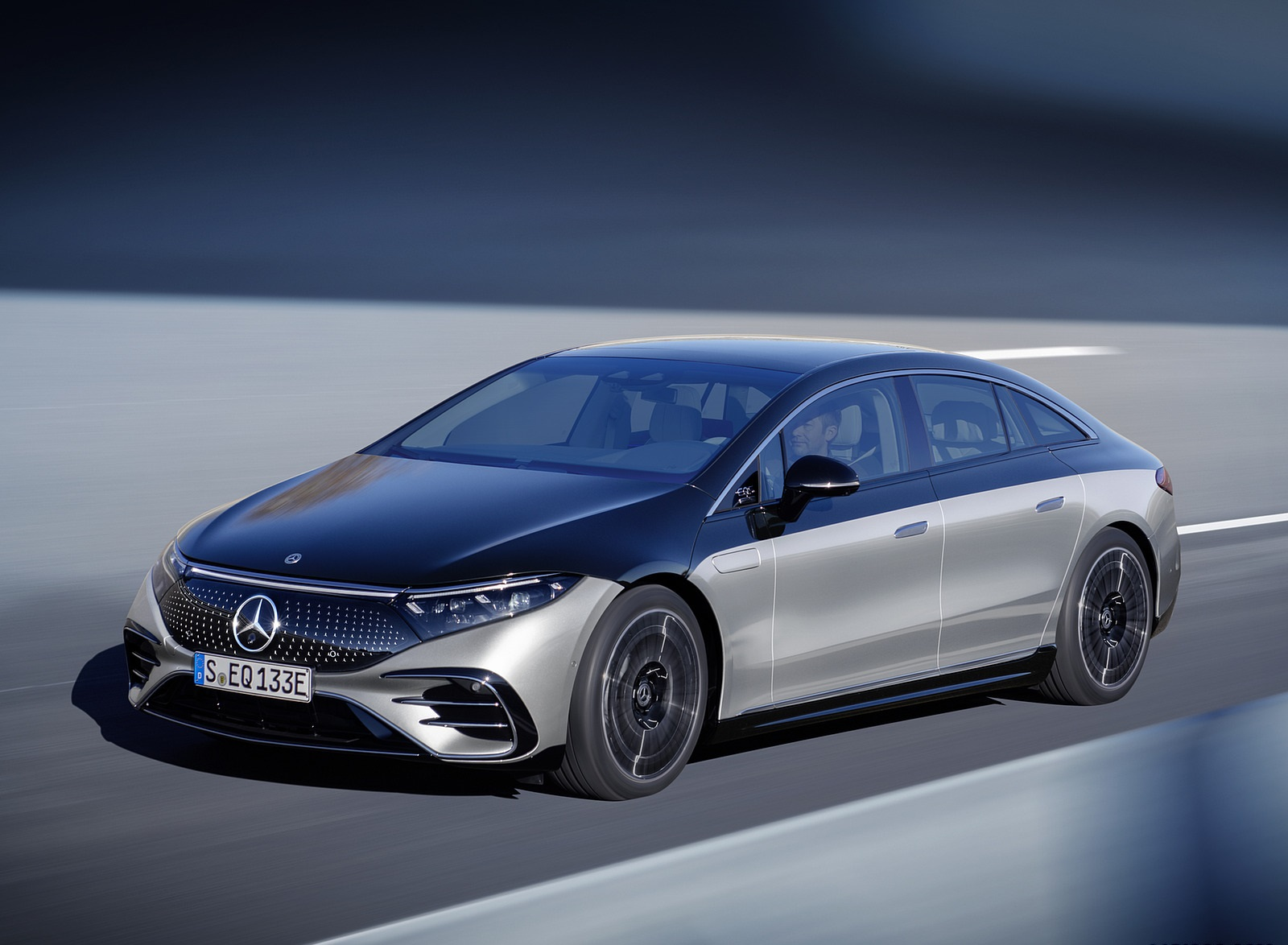 2022 Mercedes-Benz EQS 580 4MATIC AMG-Line Edition 1 (Color: High-Tech Silver Obsidian Black) Front Three-Quarter Wallpapers (8)