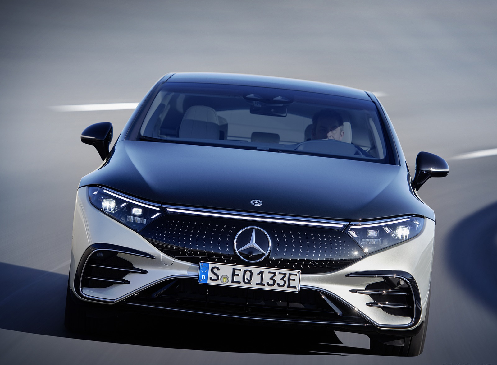 2022 Mercedes-Benz EQS 580 4MATIC AMG-Line Edition 1 (Color: High-Tech Silver Obsidian Black) Front Wallpapers (10)