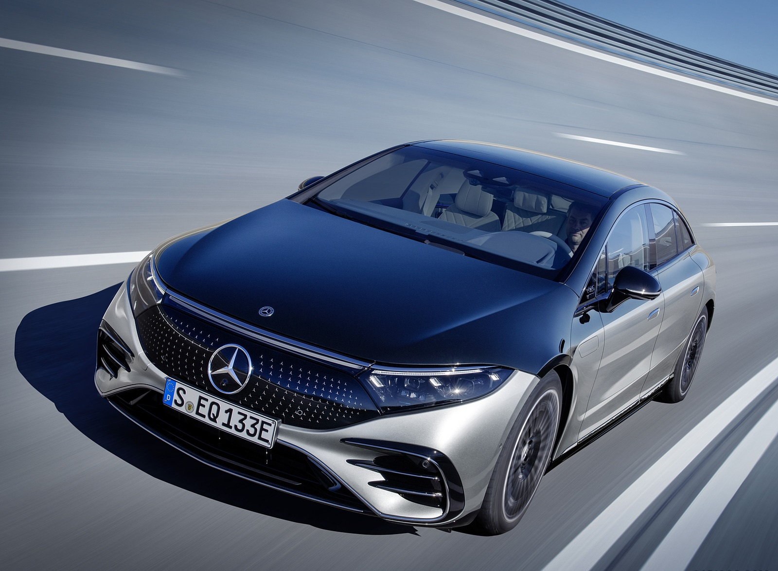2022 Mercedes-Benz EQS 580 4MATIC AMG-Line Edition 1 (Color: High-Tech Silver Obsidian Black) Front Wallpapers (2)