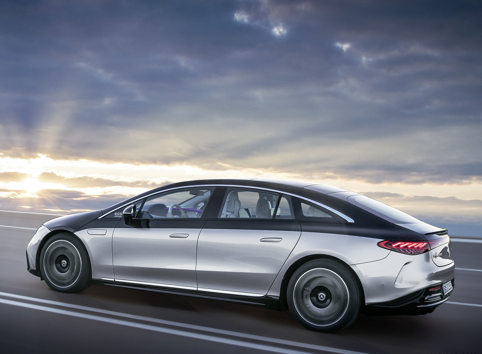 2022 Mercedes-Benz EQS 580 4MATIC AMG-Line Edition 1 (Color: High-Tech Silver Obsidian Black) Side Wallpapers (7)
