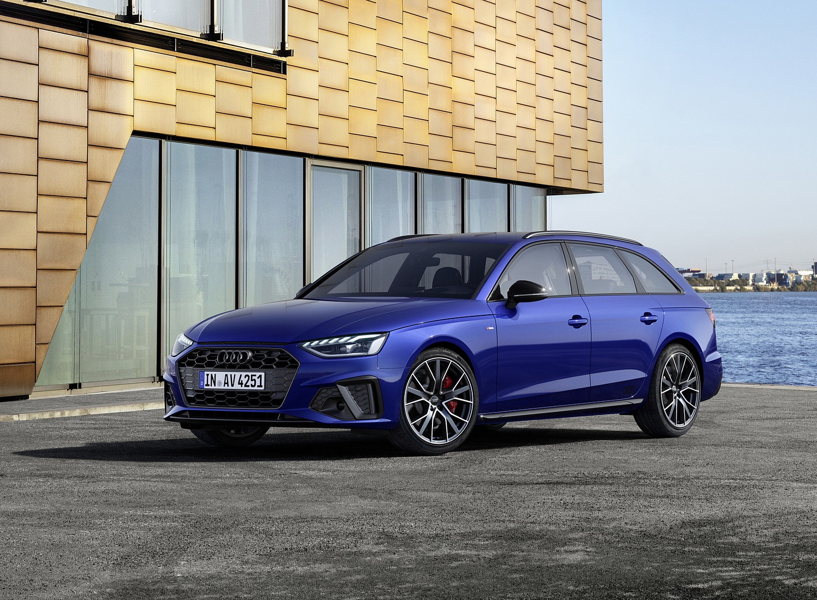 2022 Audi A4 Avant S Line Competition Plus (Color: Navarra Blue Metallic) Front Three-Quarter Wallpapers (5)