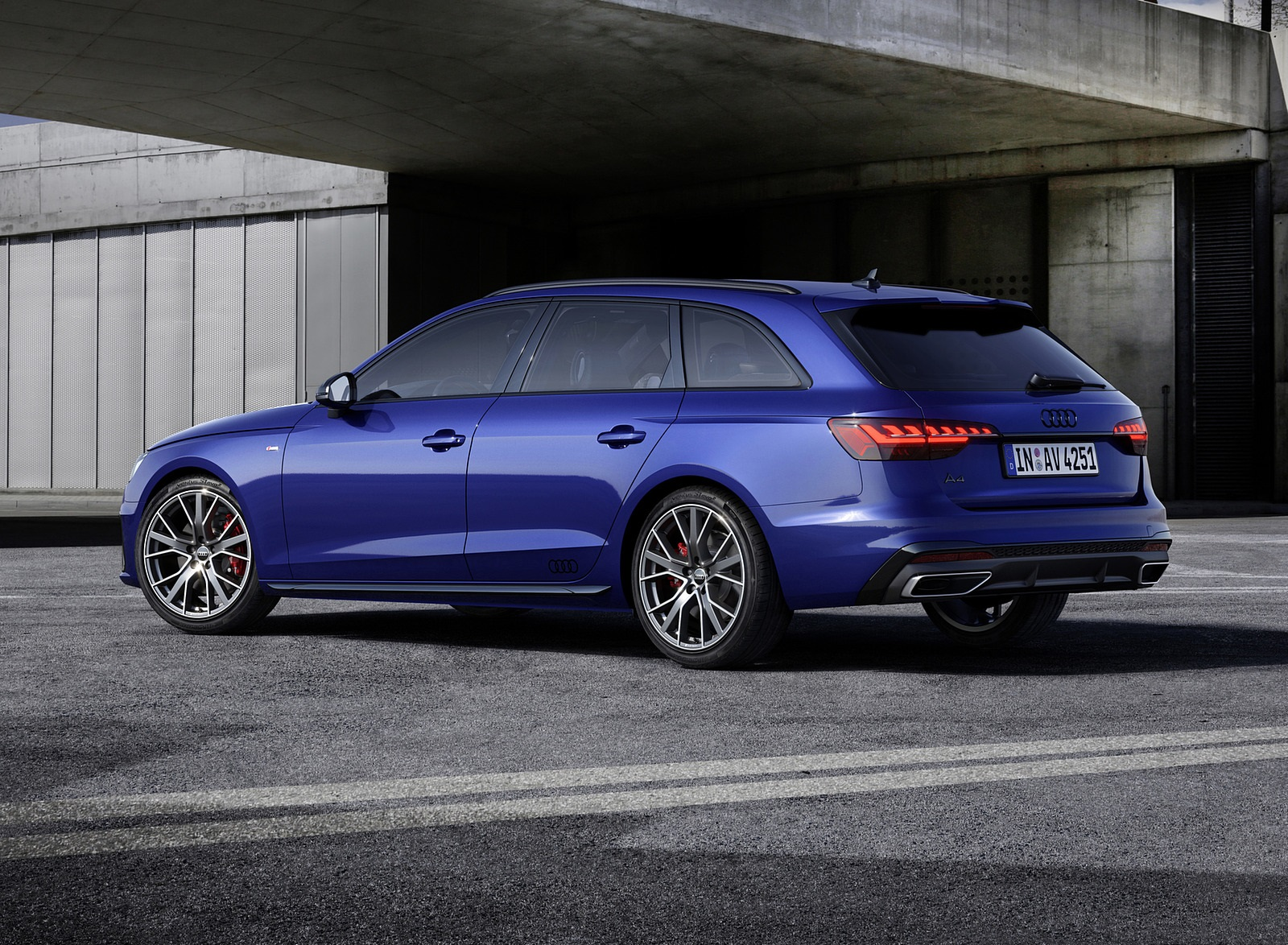2022 Audi A4 Avant S Line Competition Plus (Color: Navarra Blue Metallic) Rear Three-Quarter Wallpapers (9)