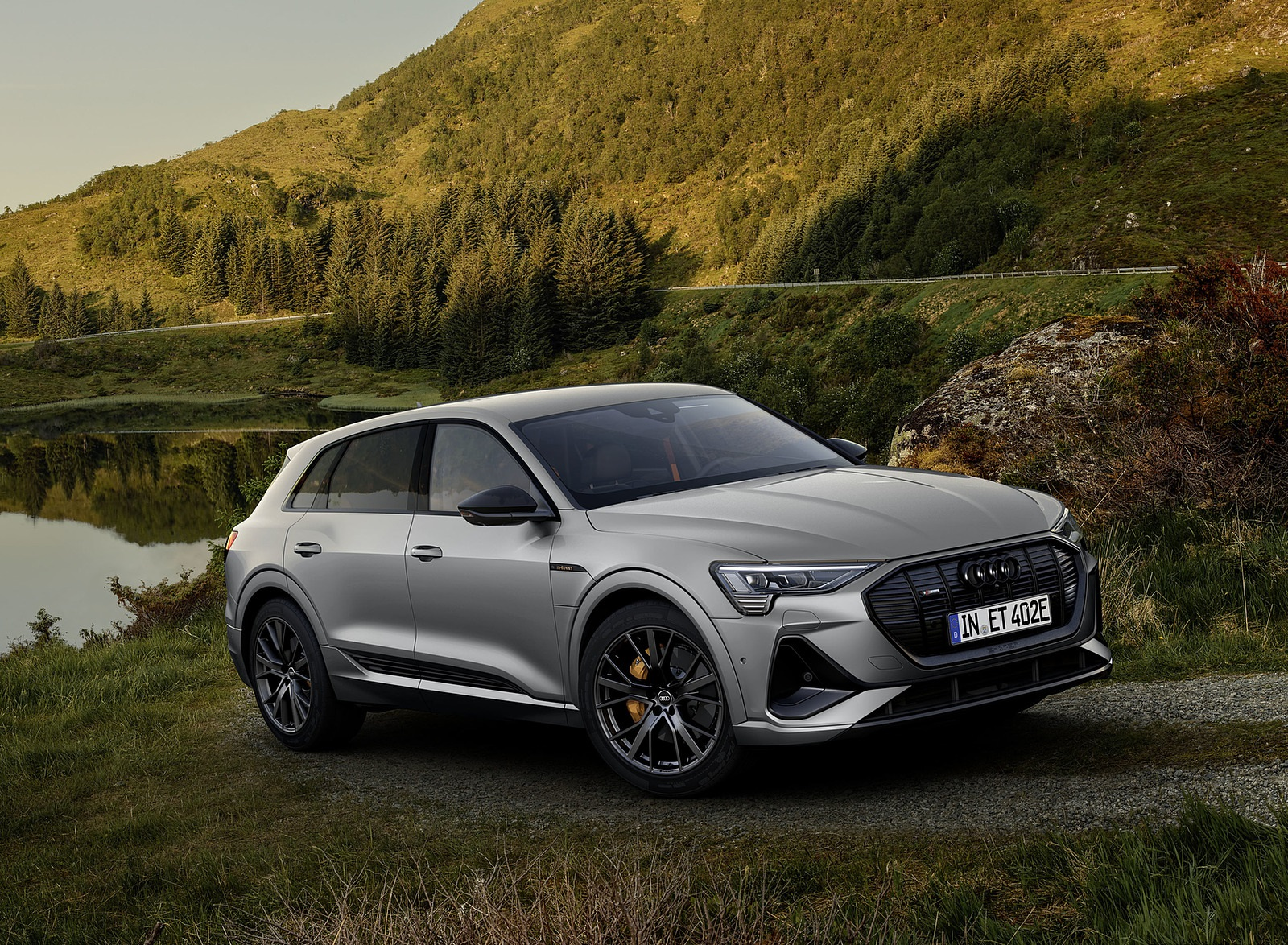 2022 Audi e-tron S Line Black Edition (Color: Chronos Grey Metallic) Front Three-Quarter Wallpapers (1)