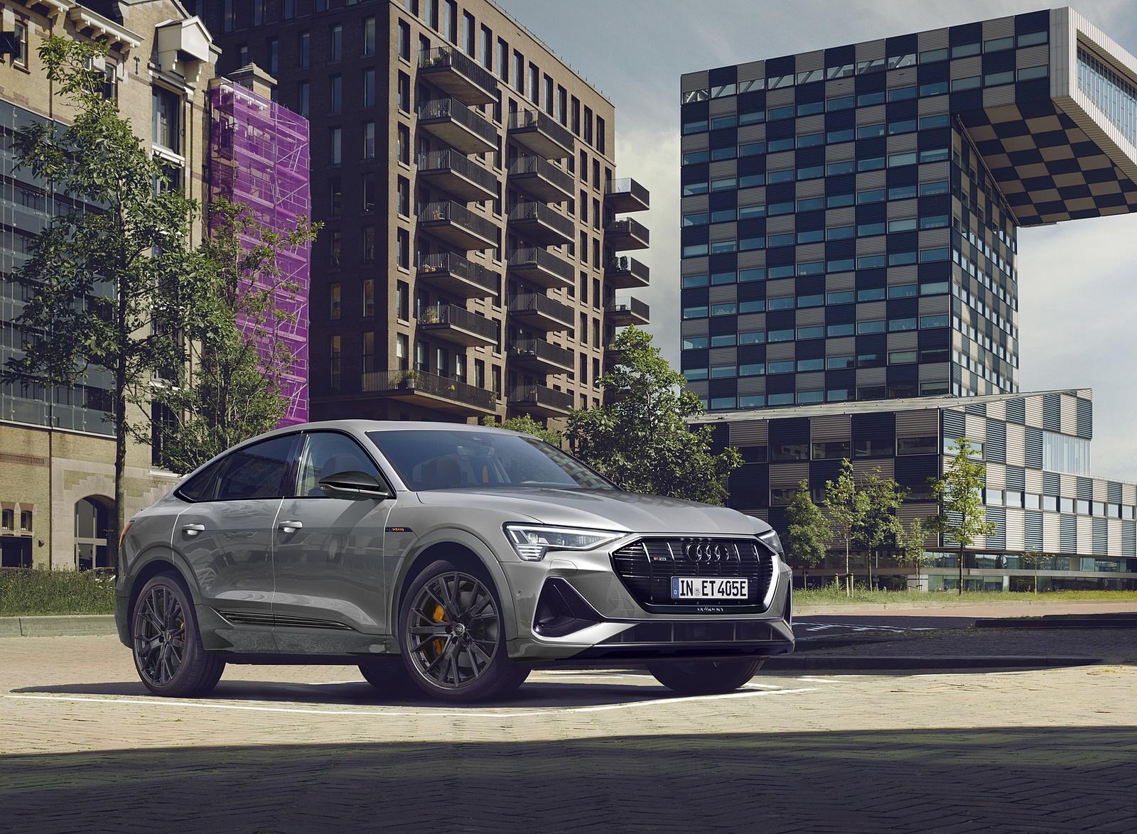 2022 Audi e-tron Sportback S Line Black Edition (Color: Chronos Grey Metallic) Front Three-Quarter Wallpapers (3)